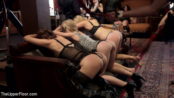 sexy Girls bestrafen mit der Peitsche